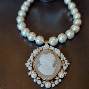 NWT Cameo necklace